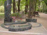 Монументы