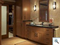 Столешница из черного мрамора в ванной